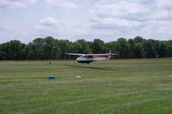 Sailplane glidflygplan, landning, flyg som är ankommande, Royaltyfri Foto