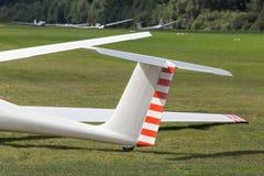 Sailplane på ett flygfält Arkivfoto
