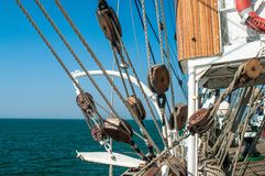 Sailsboat-` s Plattform und Takelung Lizenzfreie Stockfotografie