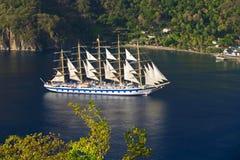Sailship dans un petit compartiment Image stock