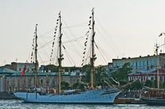 Sailship in een haven Royalty-vrije Stock Foto's