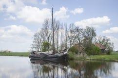 Sailship viejo en Reitdiep Imágenes de archivo libres de regalías