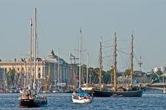 Sailships in einem Hafen Stockfotos
