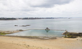 从Sain-Malo的海洋游泳池 免版税库存照片