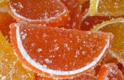 Sain Pile de multicolore confiture d'oranges douce de solide de sucrerie utile Vue de ci-avant Fond normal photos stock