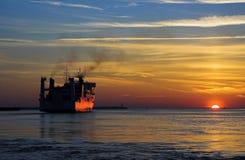 Saindo do porto Imagens de Stock Royalty Free