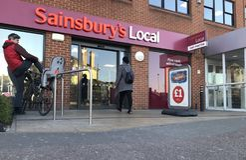 Sainsbury lokalny sklep zdjęcie royalty free