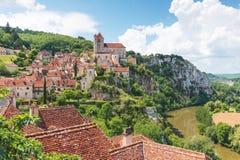 Saint-Cirq-Lapopie no departamento do lote em França fotos de stock
