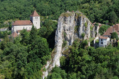 Saint-Cirq Lapopie rock and church Royalty Free Stock Photos