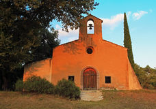 Saint Denis de chapelle, égalisant le soleil, Bagnols-en-foret Photographie stock libre de droits