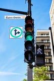 Saint Denis-straatteken in bijlage aan een verkeerslicht in Montreal royalty-vrije stock foto's