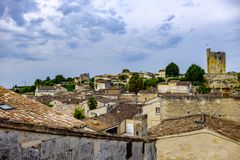 Saint Emilion stad och slott Bordeaux Frankrike royaltyfri fotografi