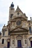 Saint Etienne du Mont kyrka, latinsk fjärdedel Paris Frankrike, fasadcloseup, molnig dag royaltyfri bild