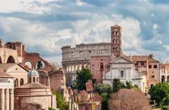Saint Frances de Rome avec le Colisé photographie stock libre de droits