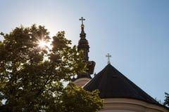 Saint George Cathedral à Novi Sad, Serbie, prise au coucher du soleil par derrière Images libres de droits