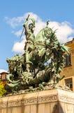 Saint George et le dragon Statue en bronze à Stockholm, Suède Il a été inauguré le 10 octobre 1912, la date de la bataille de images libres de droits
