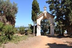 Saint-Honorat d'îles de Lerins, la porte de chapelle sur la traînée image libre de droits