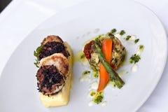 Saint-Jacques, purée de pommes de terre et légumes Photos libres de droits