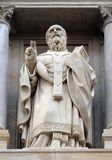 Saint John Chrysostom, statue sur la fa?ade de l'?glise de St Augustine ? Paris images libres de droits