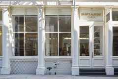 Saint Laurent compra vista em St de Greene, New York Foto de Stock