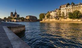 Saint Louis d'Ile, Notre Dame de Paris et la Seine Photo libre de droits