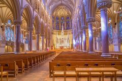 Saint Louis, estados unidos 11 de marzo de 2015: La iglesia y altera en S Foto de archivo libre de regalías