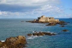 Saint Malo Das Bastions-Fort-La Reine an der Flut lizenzfreies stockfoto