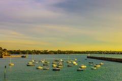 Saint Malo, opinión del puerto antes de la puesta del sol Fotos de archivo
