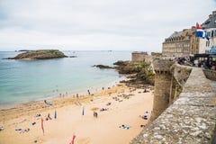 Saint Malo strand Arkivfoton