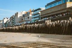 Saint Malo strand och invallning Fotografering för Bildbyråer