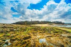 Saint Malo -Strandfelsen. Bretagne, Frankreich. lizenzfreies stockbild