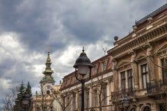 Saint Michael Cathedral, igualmente conhecido como Saborna Crkva, com seu clocktower icônico visto de uma rua do distrito do grad fotografia de stock