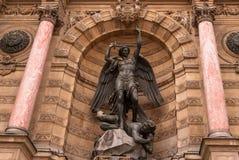 Saint-Michel-Brunnen in Paris Lizenzfreies Stockbild