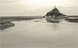 Saint Michel con una certa acqua fotografia stock