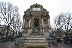 Saint Michel de la fuente en París, Francia Imagen de archivo libre de regalías