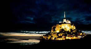 Saint Michel de Le Mont la nuit Photographie stock libre de droits