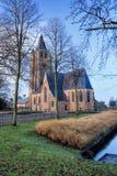 Saint Michelkerk bij vroege de winterochtend, Rafels, Vlaanderen, België royalty-vrije stock foto's