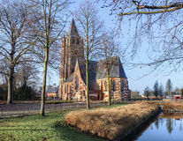 Saint Michelkerk bij zonnige dageraad, Rafels, Vlaanderen, België stock foto