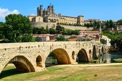 Saint Nazaire della cattedrale di Beziers e Pont Vieux Languedoc Francia Fotografie Stock Libere da Diritti