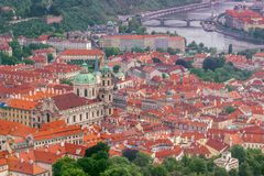 Saint Nicholas Church e LEsser Town de Praga Foto de Stock Royalty Free