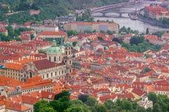 Saint Nicholas Church e LEsser Town de Praga Foto de Stock Royalty Free