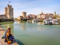 Saint Nicolas en Kettingstoren in La Rochelle, Frankrijk Stock Foto's