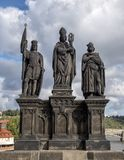 Saint Norbert de Xanten, Wenceslas e Sigismund, Charles Bridge, Praga, República Checa imagem de stock