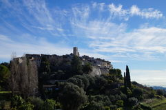 Saint-Paul de Vence με το σύννεφο eyelashes Στοκ Φωτογραφίες