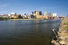 Saint Paul horisont, Mississippi River, St Paul, Minnesota, USA Royaltyfri Bild