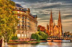 Saint Paul kyrka och ESCA-byggnad i Strasbourg Royaltyfria Foton