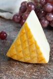 Saint Paulin crémeux, fromage français doux et mi-doux fait à partir du lait de vache pasteurisé, à l'origine fait par des moines images stock