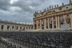 Saint Peter Square com o St Peter Basilica imagem de stock royalty free