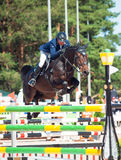 SAINT PETERSBURGO 6 DE JULHO: Rider Anatoly Timchenko sobre BASTANTE em t Imagem de Stock Royalty Free