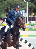 SAINT PETERSBURGO 6 DE JULHO: Rider Anatoly Timchenko sobre BASTANTE em t Imagens de Stock Royalty Free